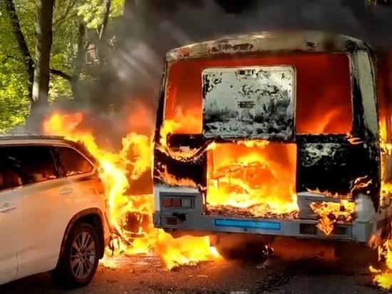 В Нижнем Новгороде сгорел катафалк с покойным