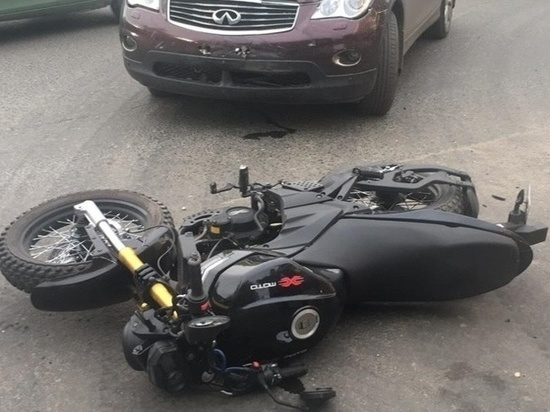 Автоженщина на «Инфинити» сбила несовершеннолетнего байкера в Северодвинске