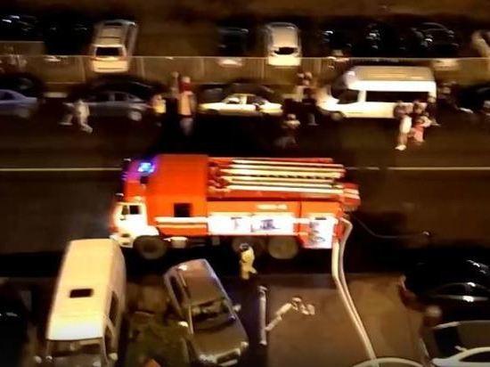 Спасатели эвакуировали из горящей многоэтажки в Кудрово 102 человека