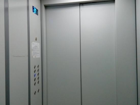 В доме по улице Тюляева установили лифты, без которых он простоял полгода