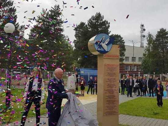 В Белоярском открыли стелу в честь учителей