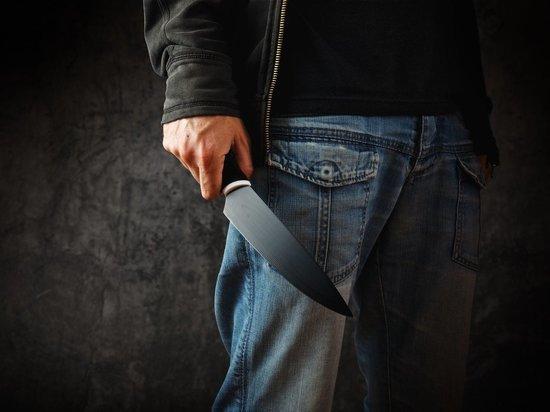 В Новосибирской области мужчина кидался на водителей с ножом