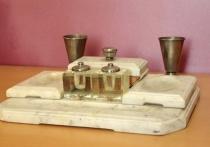 Мраморный письменный комплект Сталина представили в ржевском филиале Музея Победы