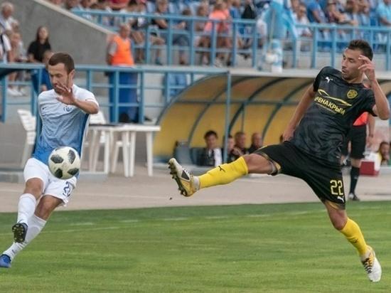 Футбол в Крыму: лидеры обменялись голами под занавес матча