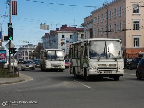 В Петрозаводске женщину с коляской и тремя детьми не пустили в маршрутку