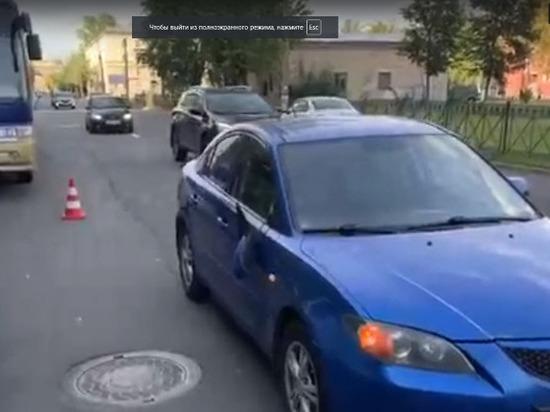 Двое мальчиков попали под машину в Колпинском районе