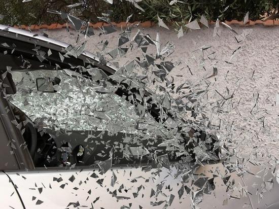 Появилось видео, где водитель, убегая от погони, сбил насмерть девушку в Бийске
