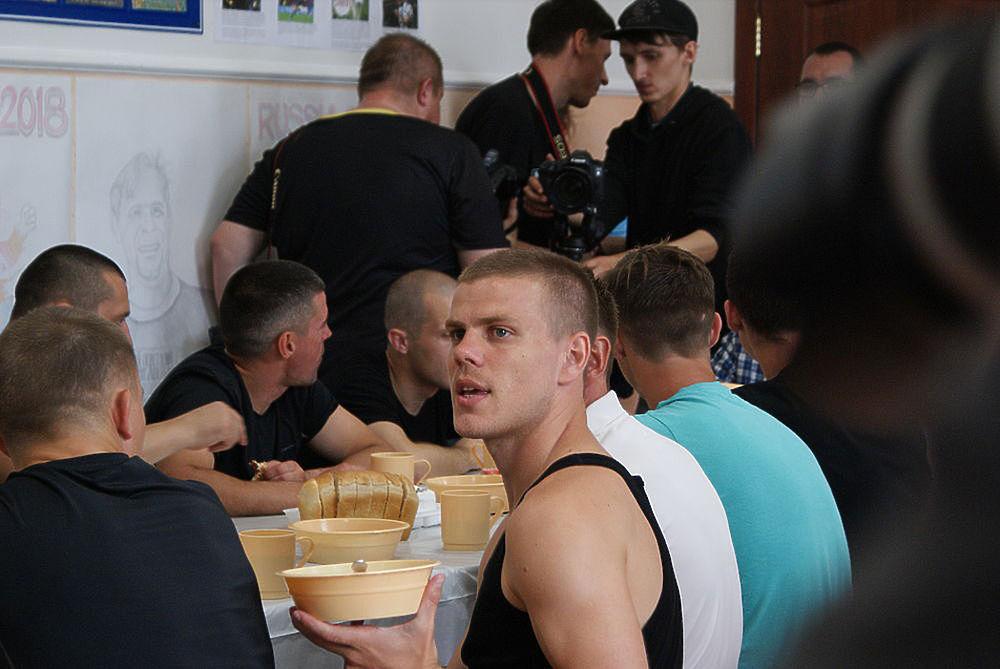 Кокорин и Мамаев освобождены по УДО: кадры громкой истории
