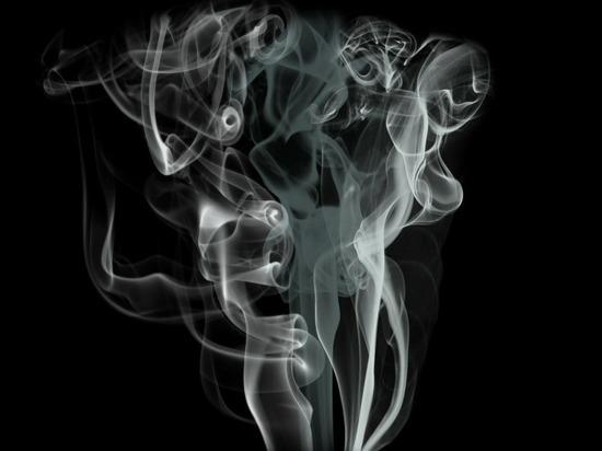 Курильщики и вейперы плохо высыпаются, показало исследование