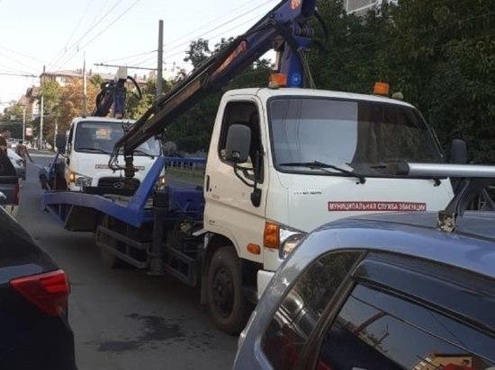 С выделенных полос для общественного транспорта в Краснодаре эвакуировали ещё 100 машин