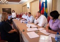 Спикер ЗСК Юрий Бурлачко и депутат ГД Иван Демченко провели приём населения в Анапе