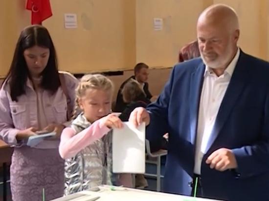 Михаил Амосов проголосовал на выборах