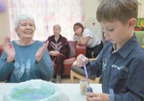 Бабушка, научи эмпатии: детские сады объединяют с домами престарелых