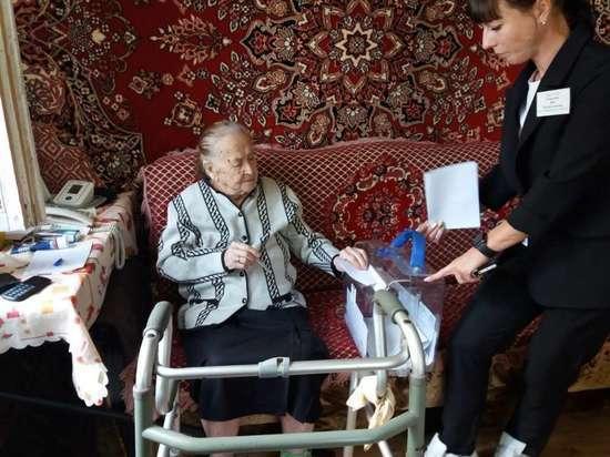 105-летняя бабушка проголосовала в Новомосковске