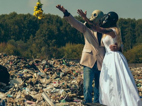 Рязанцы устроили «свадебную» фотосессию на городской свалке