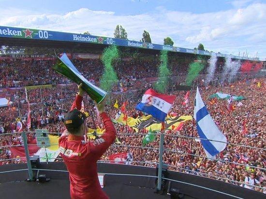 Леклер выиграл Гран-при в Монце в день юбилея