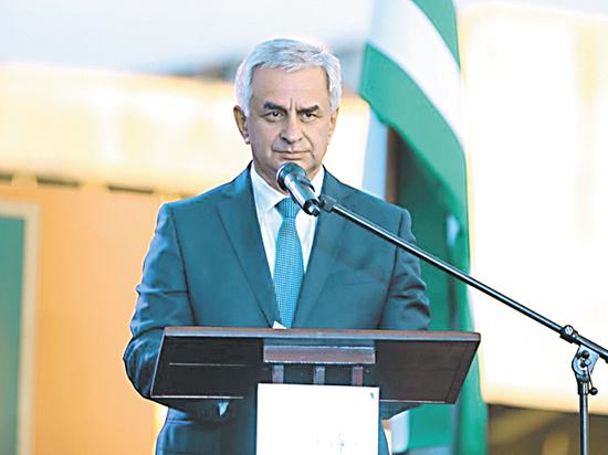 Штаб президента Хаджимбы празднует его победу на выборах в Абхазии
