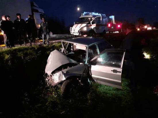 В Башкирии грузовик столкнулся с легковушкой – водитель оказался заблокирован