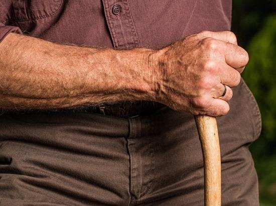 Полицейский спас потерявшегося слепого пенсионера в Забайкалье