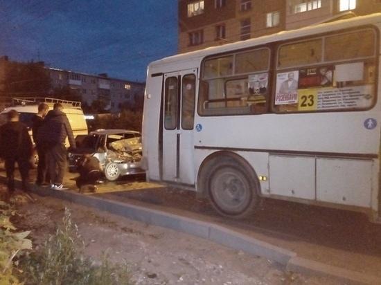 Девять человек пострадали в ДТП с автобусом в Дзержинске