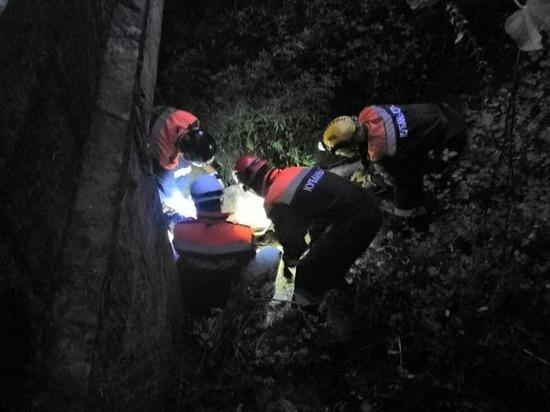 Спасатели в Сочи эвакуировали мужчину, упавшего с моста в ручей