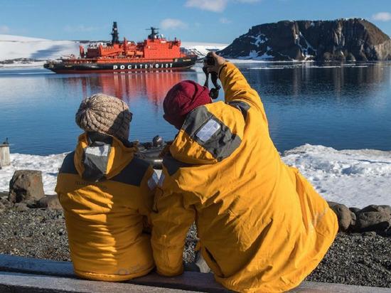 На открытии самого северного визит-центра «Русской Арктики» побывали более ста интуристов
