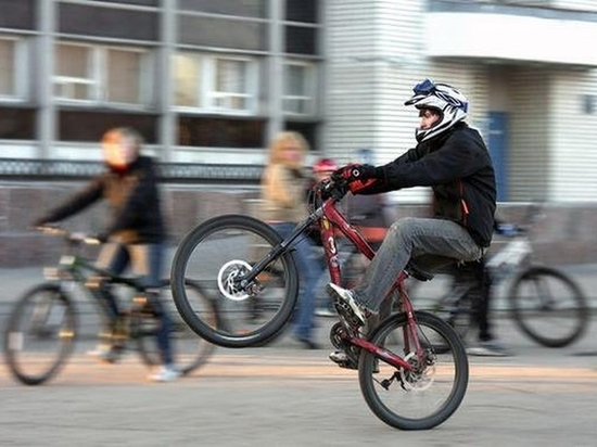 Абаканцев просят помочь в розыске владельца красного велосипеда