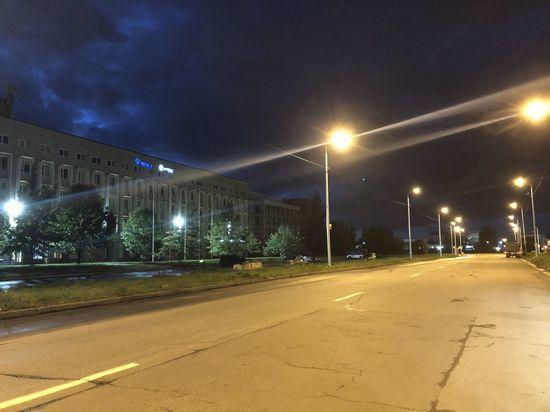 Домостроительную улицу в Петербурге осветили досрочно