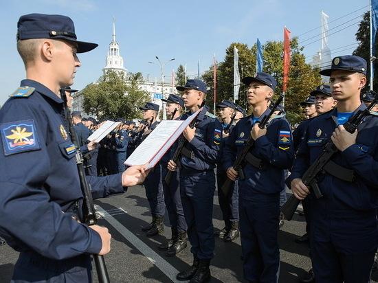 В Воронеже на площади Ленина приняли присягу более 1300 курсантов