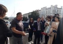 Некто Дмитрий Баиров устроил маленький переполох на площади Советов в Улан-Удэ