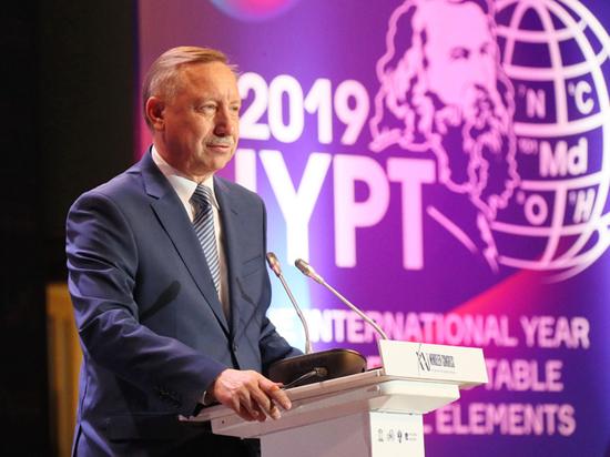 Вместе с премьером Медведевым он открыл съезд химиков