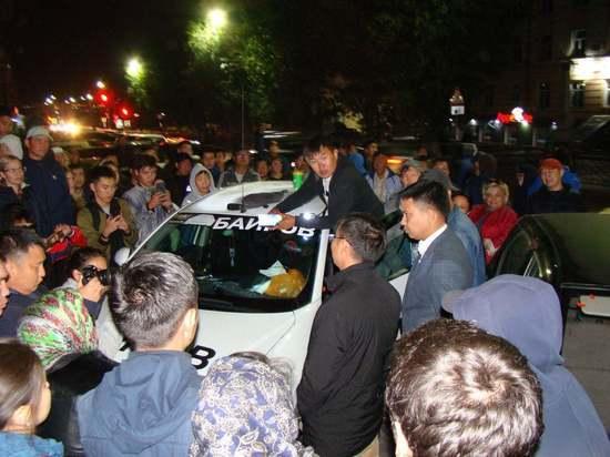 Участникам несанкционированного митинга в Улан-Удэ вручили повестки в суд