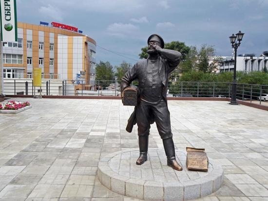 У памятника Верхнеудинскому купцу в Улан-Удэ подростки отпилили часть сундука с монетами