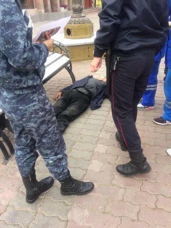 В Улан-Удэ на улице Ленина обнаружили труп мужчины