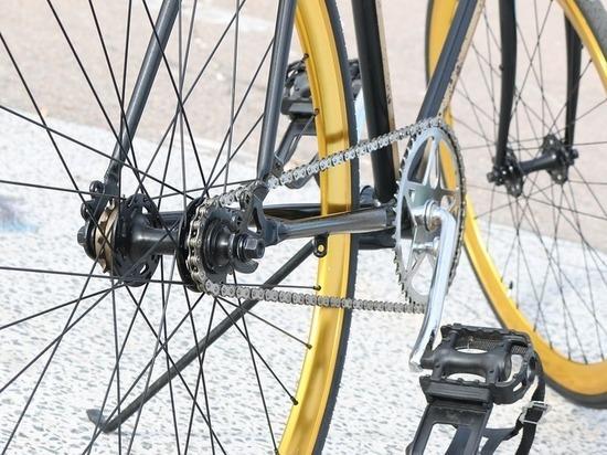Невнимательный велосипедист в Казани попал под колеса авто
