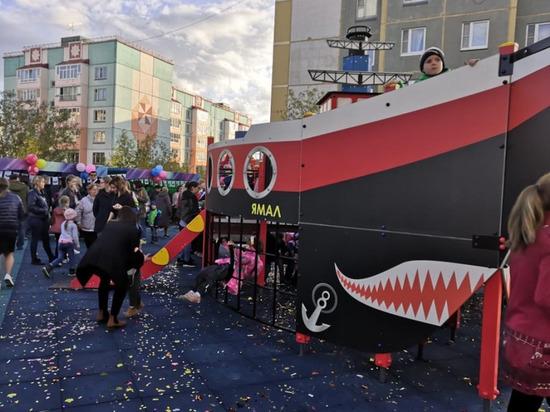 Ледокол «Ямал» поставили на детской площадке в Лабытнанги