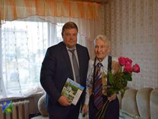 Югорчанину вручили медаль в честь 75-летия со дня освобождения Беларуси от немецко-фашистских захватчиков