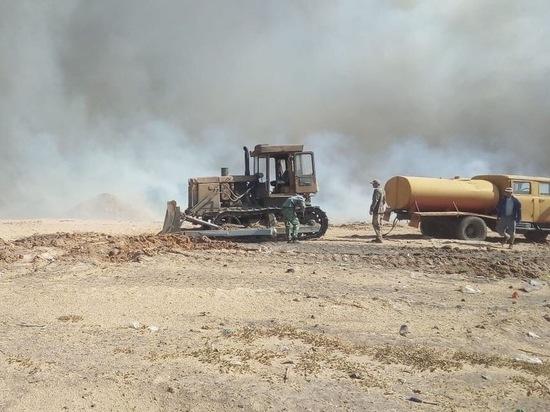 В Ростовской области горит свалка с бытовыми отходами