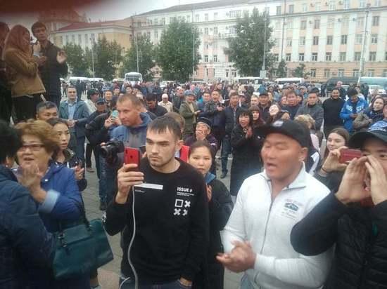Депутата НХ Бурятии Баира Цыренова доставили в БСМП под конвоем – у него две травмы