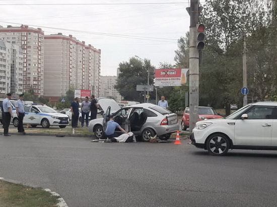В Воронеже «Приора» ударилась о бетонный столб, пассажир погиб