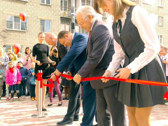 В Дзержинском районе Новосибирска открыли «инновационный» сквер