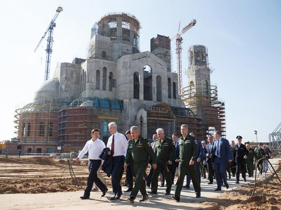 У главного храма Вооруженных сил начали возводить «Дорогу памяти»