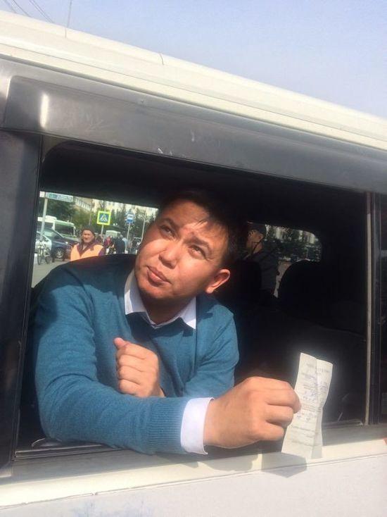 В Улан-Удэ пострадавший депутат Баир Цыренов вернулся в полицейский отдел