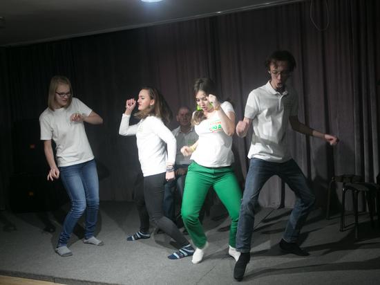 Социальный playback-театр «Родные люди» учит зрителя рассказывать свою историю