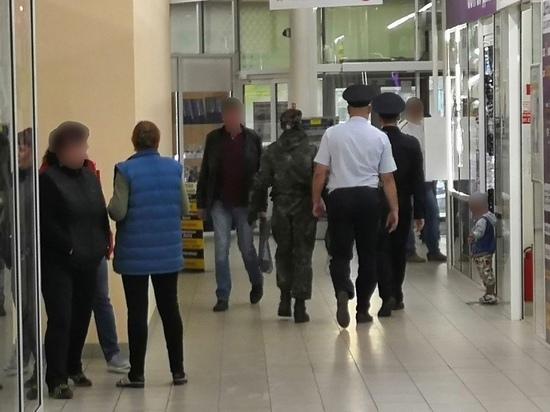 Мужчина в камуфляжном костюме разгромил новокузнецкий магазин
