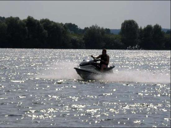 В Ярославле экстремал на гидроцикле спас двух пловцов