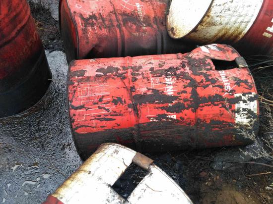 Полицейские ищут виновника свалки нефтепродуктов в Кирово-Чепецком районе