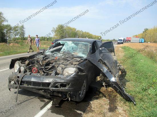 Под Тулой в ДТП молодой водитель разнес Mercedes и завалил «ГАЗ»