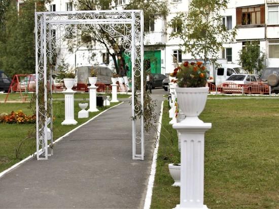 Дворы в Сургуте благоустраивают жители совместно с работниками коммунальных служб