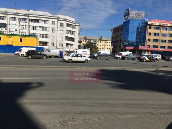 В Челябинске маршрутка врезалась в стену, пострадали 13 человек